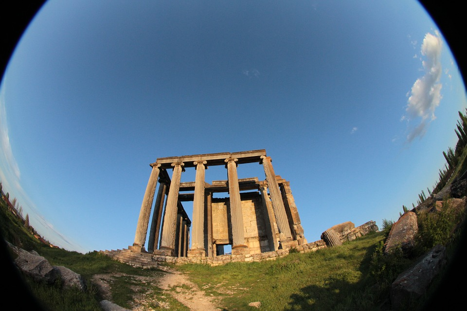 Fish eye lens applied to ruins
